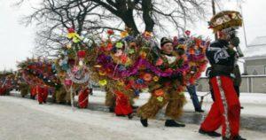 Malanka-plays-on-Old-New-Year